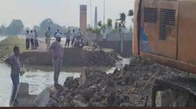 Mega bridge approach road of Bangra Ghat Mahasetu Broken