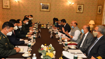 Defence Minister Rajnath Singh meets China Defence Minister In Moscow