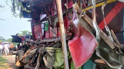 7 Dead, several injured as bus carrying labourers from Odisha to Surat met with an accident