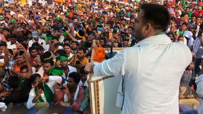 Sleeper thrown at RJD leader and CM candidate Tejashwi Yadav in public meeting