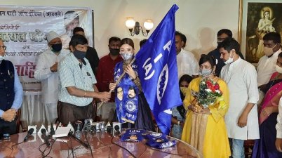 Actor Payal Ghosh, joined the Republican Party of India (Athawale)