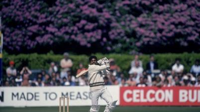 Legendary Indian cricketer Kapil Dev has suffered a heart attack