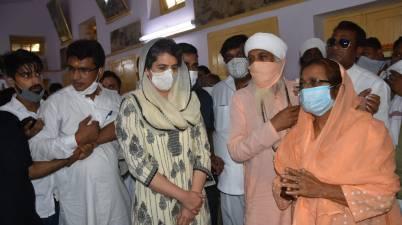Priyanka Gandhi arrives at Prachin Bhagwan Valmiki Mandir, to attend a prayer meet for the Hathras victim