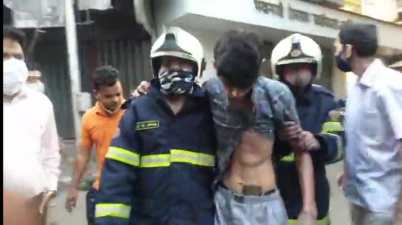 Mumbai: 20 injured in a gas cylinder blast in Lalbaug area of Mumbai