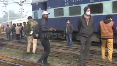 Amritsar to Jaynagar derailed at Charbagh station of Lucknow