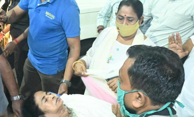Mamata Banerjee' accident has become a headache for BJP