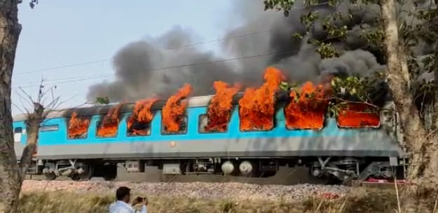 Dehradun Shatabdi Express catches fire