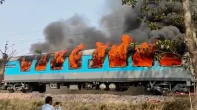 Dehradun Shatabdi Express catches fire