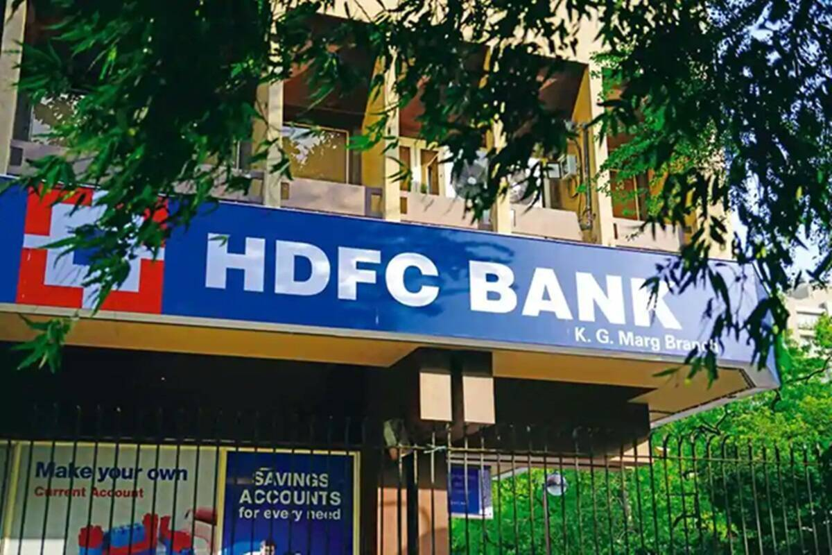Bihar- one crore looted in broad daylight from hdfc bank