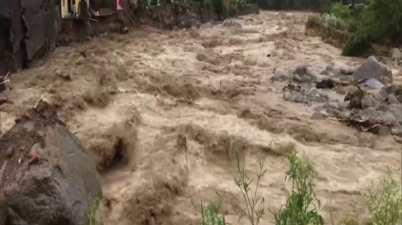 Heavy rains lash Himachal, sweeps away cars like cards