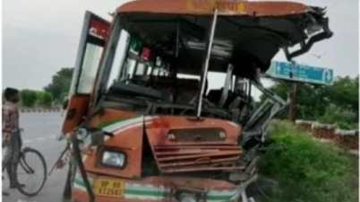 Road Accident: More than 25 injured in A Truck Collision In Etawah