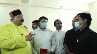 Uttarakhand News Cabinet Minister Satpal Maharaj angry on doctors video viral
